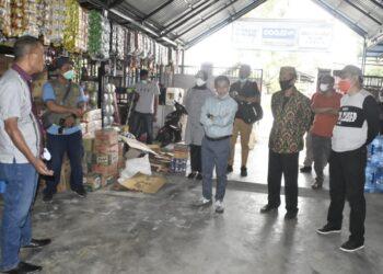 Bupati Gorontalo, Nelson Pomalingo, saat mengecek lokasi e-Warung, di Desa Bakti dan Puncak, Kecamatan Pulubala. Minggu, (07/02/2021). (F : Istimewa).