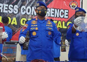 Direktorat Kepolisian Perairan dan Udara (Polairud) Polda Gorontalo bersama Humas Polda Gorontalo saat menggelar Konfrensi Pers