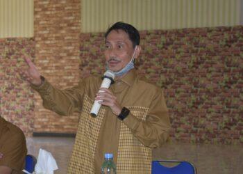 Bupati Gorontalo, Nelson Pomalingo ketika memberikan sosialisasi kepada calon-calon Kades di Gedung Kasmat, Kantor Bupati Gorontalo. (Foto : Istimewa).
