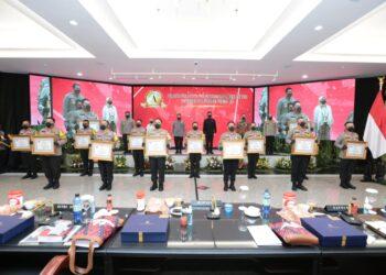 12 Polres di Jawa Timur, saat menerima reward dari Kemenpan RB. (foto; Istimewa).