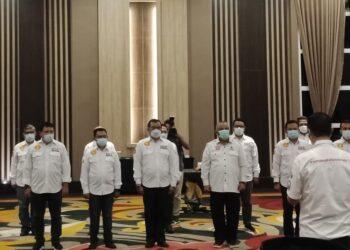Ketua Umum IOF , Irjen Pol. Sam Budigusdian saat menntik Ketua Pengda IOF Gorontalo, Jumat malam (19/2) di Hotel Aston Kota Gorontalo.