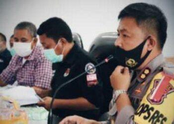 Kapolres Pohuwato saat bersama KPU Pohuwato. (Foto :  Istimewa).