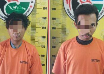 Kedua tersangka saat diamankan di Mapolres Tulungagung. (foto: dok/hms Polres Tulungagung).