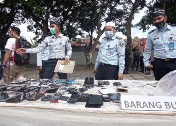 Ponsel hingga Ratusan Barang Berbahaya Sitaan di Lapas Gorontalo Dimusnahkan