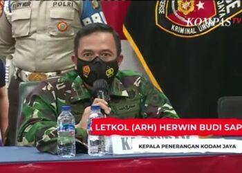 Kepala Penerangan Komando Daerah Militer (Kodam) Jaya, Letkol (ARH) Herwin Budi Saputra saat konfrensi pers di Mapolda Metro Jaya. (Foto : Kompastv).