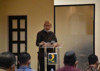 Plt Bupati Boalemo Ir. Anas Jusuf, M.Si, saat membuka diskusi Fokus optimalisasi kinerja Pemerintah Daerah Boalemo, di Grand Q Hotel, Kota Gorontalo. (Foto : Humas).