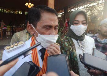 Bupati Kabupaten Gorontalo terpilih, Nelson Pomalingo, saat diwawancarai usai pelantikan. (Foto : Istimewa).