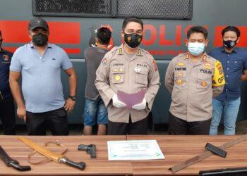 Kabid Humas Polda Sulut Kombes Pol Jules Abraham Abast saat konferensi pers di Mapolda Sulut, Selasa sore (9/2/2021).