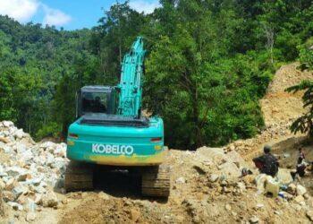 Excavator yang diamankan Polres Pohuwato. (Foto : Polres Pohuwato).