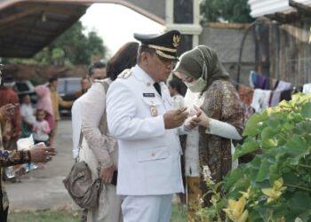 Usai Dilantik jadi Wakil Bupati Gorontalo, Hendra Hemeto Ziarah ke Makam Ibunda