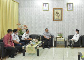 Bupati Kabupaten Gorontalo, Nelson Pomalingo, bersama Pemerintah Provinsi Gorontalo, melakukan rapat soal kawasan Bandara Djalaludin. (Foto : Istimewa).