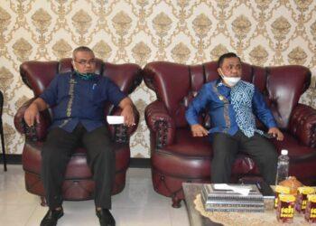 Wakil Bupati Kabupaten Gorontalo, Hendra S. Hemeto (kanan), di salah satu Kantor OPD Kabupaten Gorontalo. (Foto : Istimewa).
