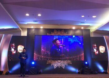 Bupati Kabupaten Bone Bolango Hamim Pou, memberikan sambutan dalam kegiatan KPU Award 2021, KPU Bone Bolango.