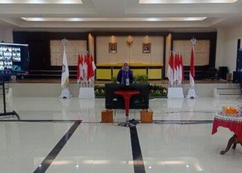 Ketua Dewan Kerajinan Nasional Daerah (Dekranasda) Provinsi Gorontalo Idah Syahidah, saat mengikuti Rapat Kerja Nasional (Rakernas) Dekranas Tahun 2021, secara virtual dari Aula Rudis Gubernur, Rabu (3/3/2021). Foto – Riri