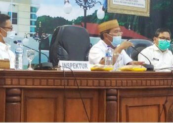 Sekretaris Daerah Provinsi Gorontalo Darda Daraba (tengah) memberikan sambutan pada rapat koordinasi percepatan implementasi reformasi birokrasi Provinsi Gorontalo Tahun 2021, di ruang Dulohupa kantor gubernur, Rabu (3/3/2021). (Foto: Boerhand – Biro Organisasi)