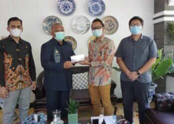 Suasana Audiensi Sales Area Manager Pertamina Sulawesi Utara dan Gorontalo, Fachrizal Imaduddin kepada Gubernur Gorontalo Rusli Habibie mengenai Program Langit Biru di Provinsi Gorontalo, Rabu (17/2/2021) lalu. (Foto: Dok. Pertamina).
