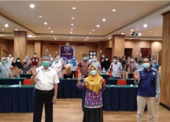Kadinkes Provinsi Gorontalo dr. Yana Yanti Suleman, SH saat menghadiri pertemuan koalisi organisasi profesi Indonesia Tuberculosis (KOPI TBC).