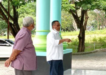Ketua Yayasan Politeknik Gorontalo, Weni Liputo, menjelaskan kepada sejumlah mahasiswa soal Merger Politeknik Gorontalo bersama Sekolah Vokasi UNG. (Foto : Istimewa).