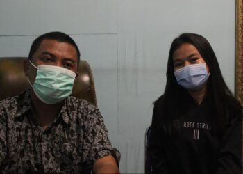 Kadis Kominfo Kabupaten Gorontalo, bersama Nurmarindi Batalipu. (Foto : Istimewa).