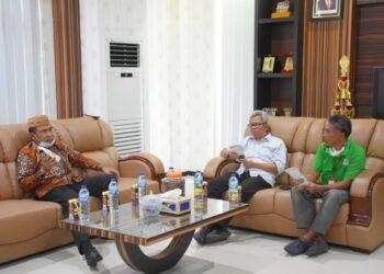 Pertemuan berlangsung di ruang kerja Plt Bupati Boalemo, Anas Jusuf. (Foto : Humas).