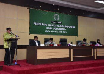 Wali Kota Goronta saat memberikan sambutan pada pelantikan pengurus MUI