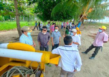 Tim Reses Deprov Gorontalo, saat mengecek bantuan perahu fiber (Foto: Istimewa)