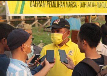 Ketua DPRD Pohuwato, Nasir Giasi, sat diwawancarai di sela-sela Reses. (Foto : Istimewa).