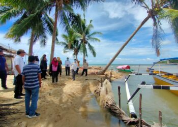 Deprov Gorontalo Kawal Penyaluran Bantuan Perahu Fiber Bagi Nelayan