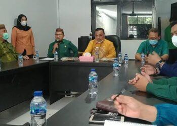 Hendra Hemeto, saat berkunjung ke salah satu OPD di lingkungan Pemkab Gorontalo. (Foto : Istimewa).