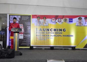 Ryan Kono saat memberikan sambutan pada kegiatan launching pemanfaatan mesin anjungan dukcapil mandiri.