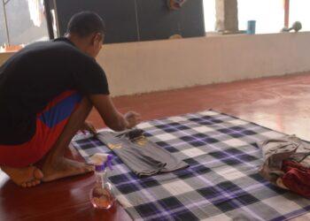 Ganjar Nurdiansyah. Warga Binaan ini tetap bekerja mencari nafkah untuk menghidupi keluarganya.