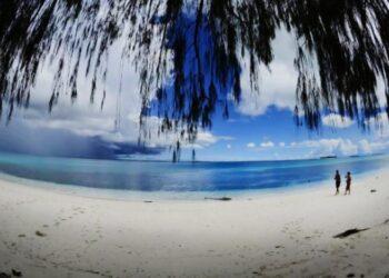 Pantai di Pulau Morotai. ANTARA FOTO/Fanny Octavianus