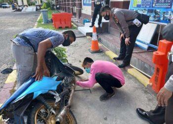 Satlantas Polres Pohuwato mencabut kenalpot racing bagi pengguna yang melanggar. (Foto : istimewa).