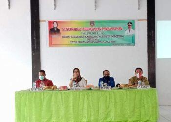 Plh Bupati Kabupaten Gorontalo, Hadijah U Tayeb dalam kegiatan Musrenbang. (Foto : Istimewa)