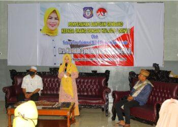 Ketua TPKK Provinsi Gorontalo yang juga selaku Ketua Tim Asistensi KPA Provinsi Gorontalo Idah Syahidah saat menyampaikan sambutan pada pelaksanaan buka puasa bersama orang dalam HIV/AIDS (ODHA).  Selain buka puasa bersama, Idah juga memberikan bantuan berupa semakin kepada ODHA.  (Foto Adlan)