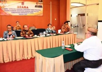 Sekda Gorontalo Utara, Ridwan Yasin menghadiri Seleksi Terbuka Jabatan Pimpinan Tinggi Pratama Kepala Badan Kesbangpol Gorontalo Utara. (foto:hms)