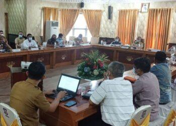Suasana rapat Forkopimda yang dipimpin oleh Wagub Gorontalo H. Idris Rahim di ruangan Huyula Gubernuran Gorontalo, Senin (5/4/2021). (Foto : Haris)