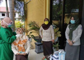 Rapid Antigen untuk tracking Contact yang dilaksanakan di Kantor Dinas Kesehatan Provinsi Gorontalo