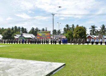 Apel Pengecekan Personil untuk persiapan pengamanan Jelang perayaan Paskah. Berlangsung di Mapolres Pohuwato. Kamis, (01/04/2021). (Foto : Istimewa)