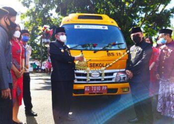 Mobil layanan publik pembutan KTP lima menit jadi milik Pemkot Blitar yang baru di launching usai upacara peringatan Hari Jadi Kota Blitar ke-115, pada Kamis (1/4/2021). (Foto : Istimewa).
