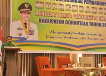 Bupati Kabupaten Gorontalo, Nelson Pomalingo ketika menghadiri rapat Musrembang. (Foto : Istimewa)
