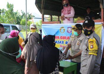Situasi pasar murah yang digelar Pemprov Gorontalo bersama Pemkab Gorontalo. Dijaga ketat pihak keamanan. (Foto : Istimewa).