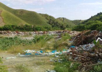 Kondisi TPA sampah di Desa Polohungo, Kecamatan Dulupi, sebelum dibersihkan. (Foto : Istimewa).