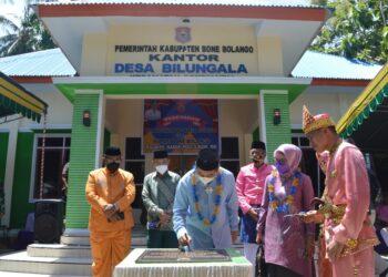 Bupati Bone Bolango (Bonebol) Hamim Pou bersama Wakil Bupati Merlan Uloli saat melakukan Kunjungan kerja (Kuker) di Kecamatan Bonepantai.