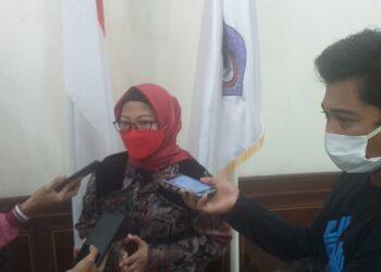 Espin Tulie selaku Ketua Komisi II Deprov Gorontalo