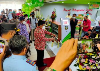Wali Kota Blitar Santoso melaunching program pelayanan publik di Blitar Town Square, Senin (05/04/2021). Foto : Dwi/prosesnews.id.