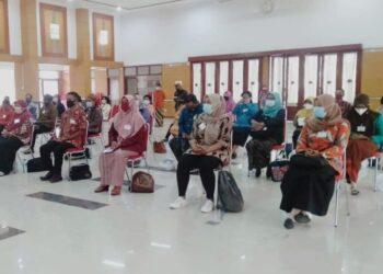 Peserta Workshop Konvensi Hak Anak di ambil dari Satgas PPA se-kecamatan Kota Blitar dan dilaksanakan di Balai kota Kusumo Wicitro, Kota Blitar, Senin (5/4/2021). (Foto: Dwi/Prosesnews.id).