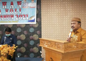 Sekda Boalemo, H. Sherman Moridu, S.Pd.,MM, ketika membuka pelatihan Wasit Boal Voli di Hotel New Rachmat Kota Gorontalo. (Foto : Humas)