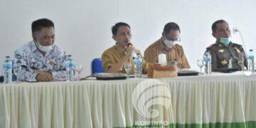 Bupati Kabupaten Gorontalo, Nelson Pomalingo, memimpin rapat evaluasi soal uji coba pembukaan sekolah tatap muka. (Foto : Kominfo)