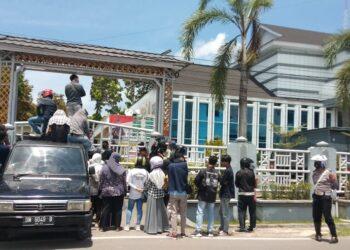 Demo depan kejaksaan Tinggi Gorontalo